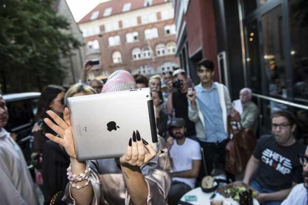 Lady Gaga en las calles de Copenhague, Dinamarca. (03/09/2012)