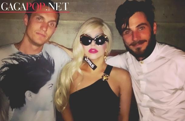 Lady Gaga asiste al fashion show de Versace en Nueva York