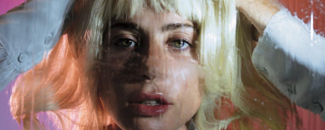 """""""Lady Gaga aún no ha cambiado de forma"""" – The New York Times"""