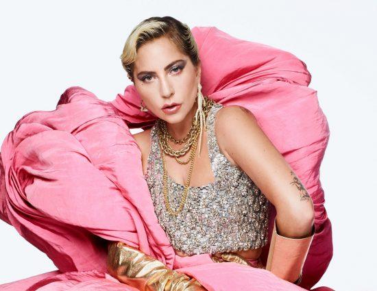Lady Gaga habla con Oprah para la revista ELLE.