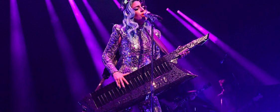 Lady Gaga actúa en el teatro Apollo